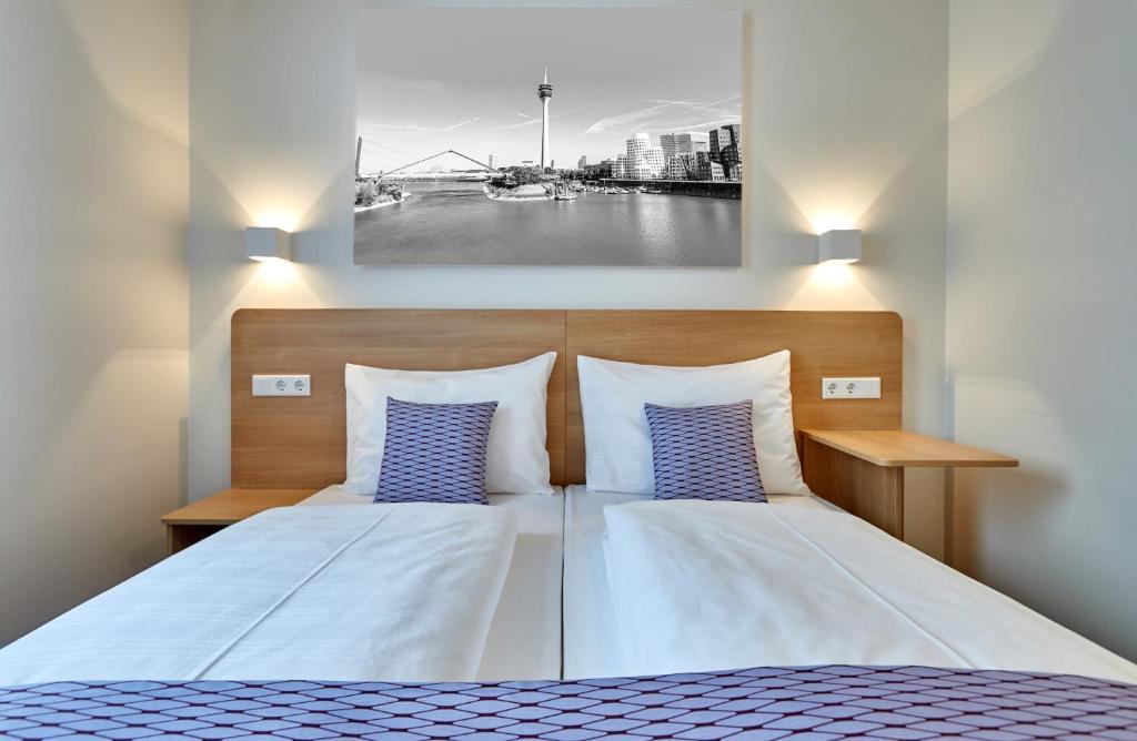 Ένα ή περισσότερα κρεβάτια σε δωμάτιο στο McDreams Hotel Düsseldorf-City