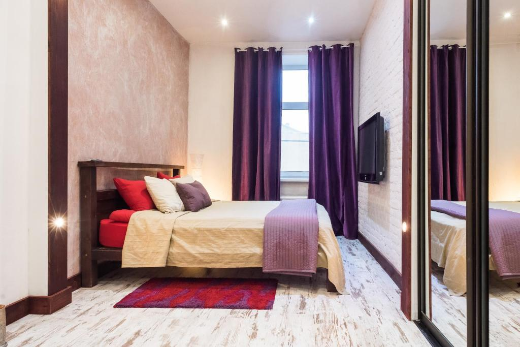 Кровать или кровати в номере TaurideWest byApartica