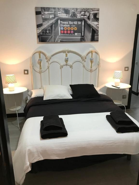 A bed or beds in a room at Alojamiento El Cantal