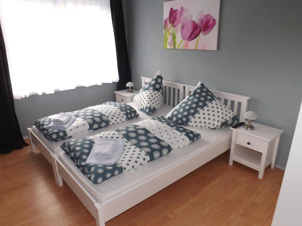 """Ein Bett oder Betten in einem Zimmer der Unterkunft Landgasthof """"Hotel zum Norden"""""""