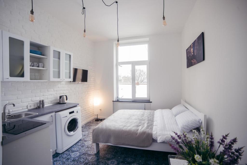 A kitchen or kitchenette at Студия с дизайнерским ремонтом