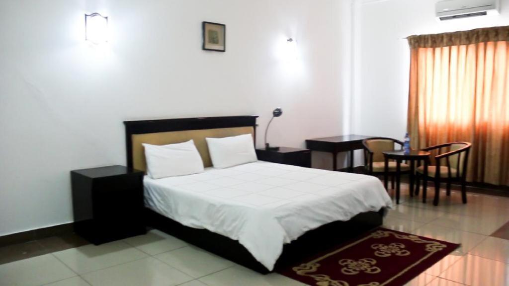 Кровать или кровати в номере Hotel Al-Khalil Machava