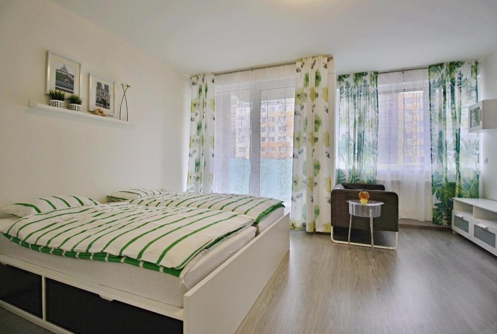 Кровать или кровати в номере Nice and refreshing flat in Prague