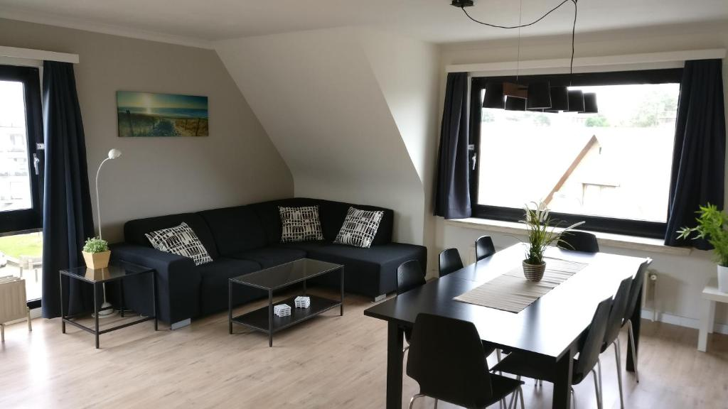 A seating area at Seaside Apartment