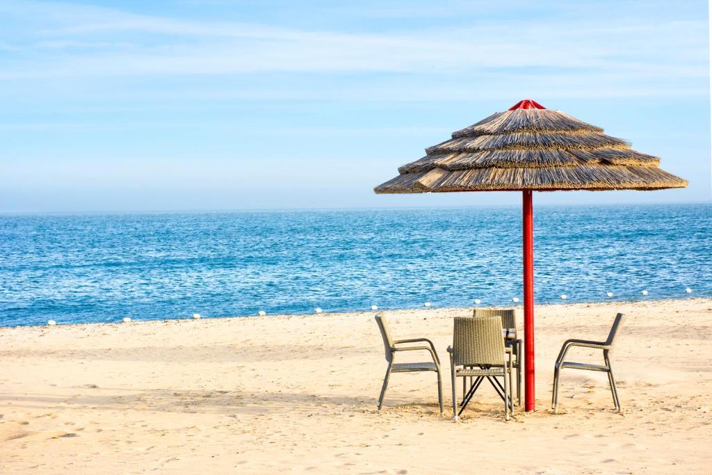 منتجع راديسون بلو شاطئ نصف القمر هالف موون باي أحدث أسعار 2021