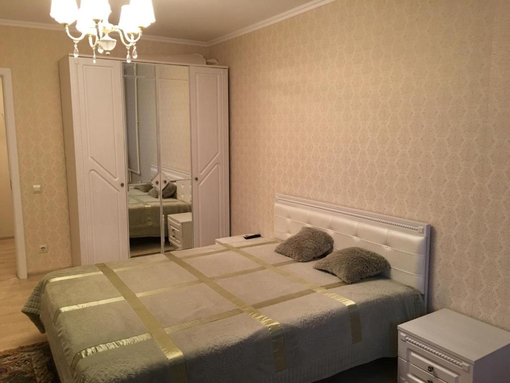 Кровать или кровати в номере Apartment on Ostrovskogo 47