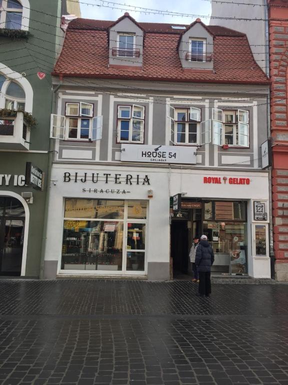 House 54, Brașov – Prețuri actualizate 2021