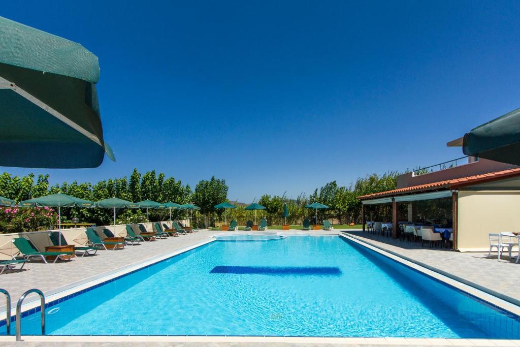 Πισίνα στο ή κοντά στο Mediterranean Hotel Studios Apartments