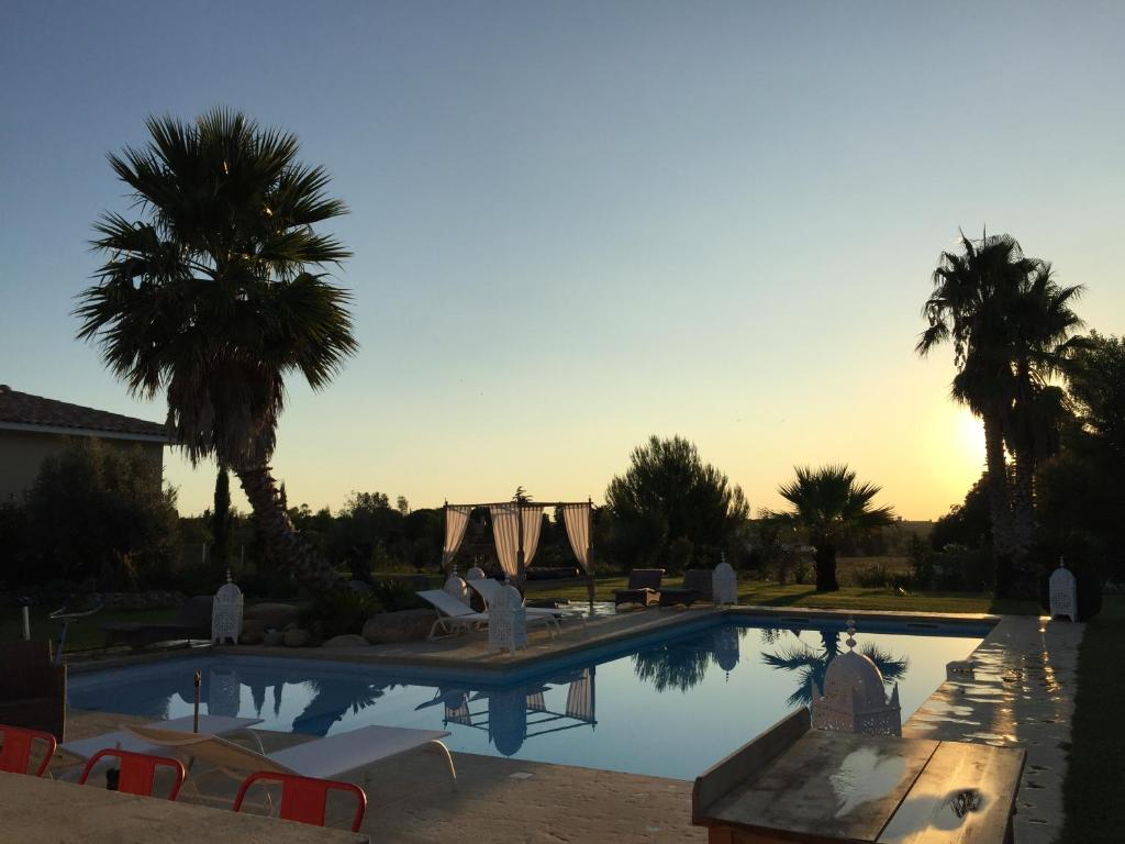 The swimming pool at or close to Escapades Lointaines