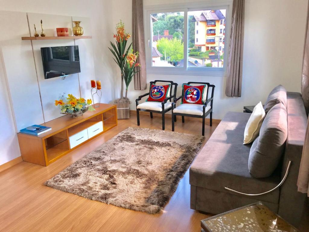A seating area at Apartamento no Centro de Gramado