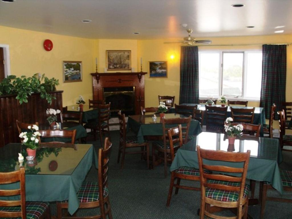A restaurant or other place to eat at The Gaultois Inn