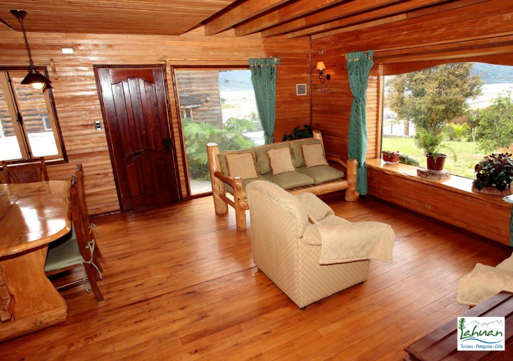 Un lugar para sentarse en Cabañas y Turismo Lahuan