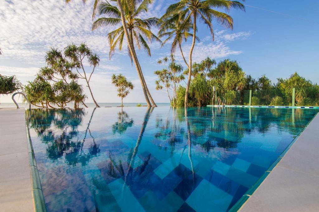 Бассейн в Ananya Beach Resort или поблизости
