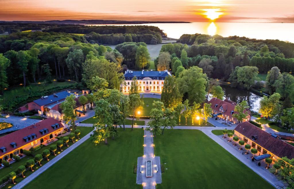 Blick auf Weissenhaus Grand Village aus der Vogelperspektive