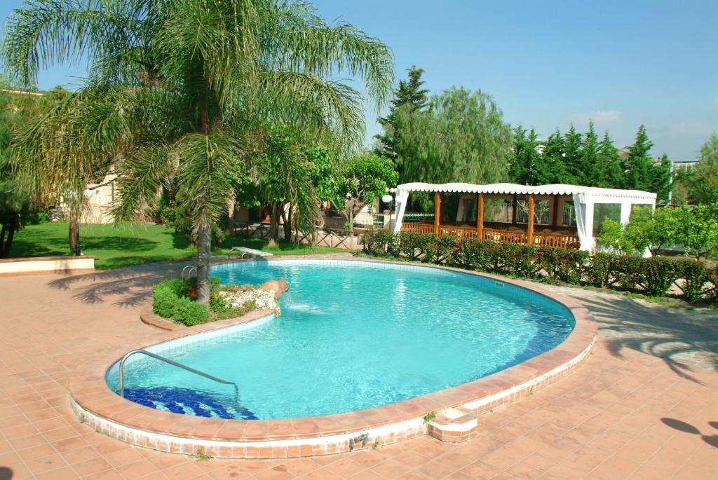The swimming pool at or close to Azienda Agrituristica Vivi Natura