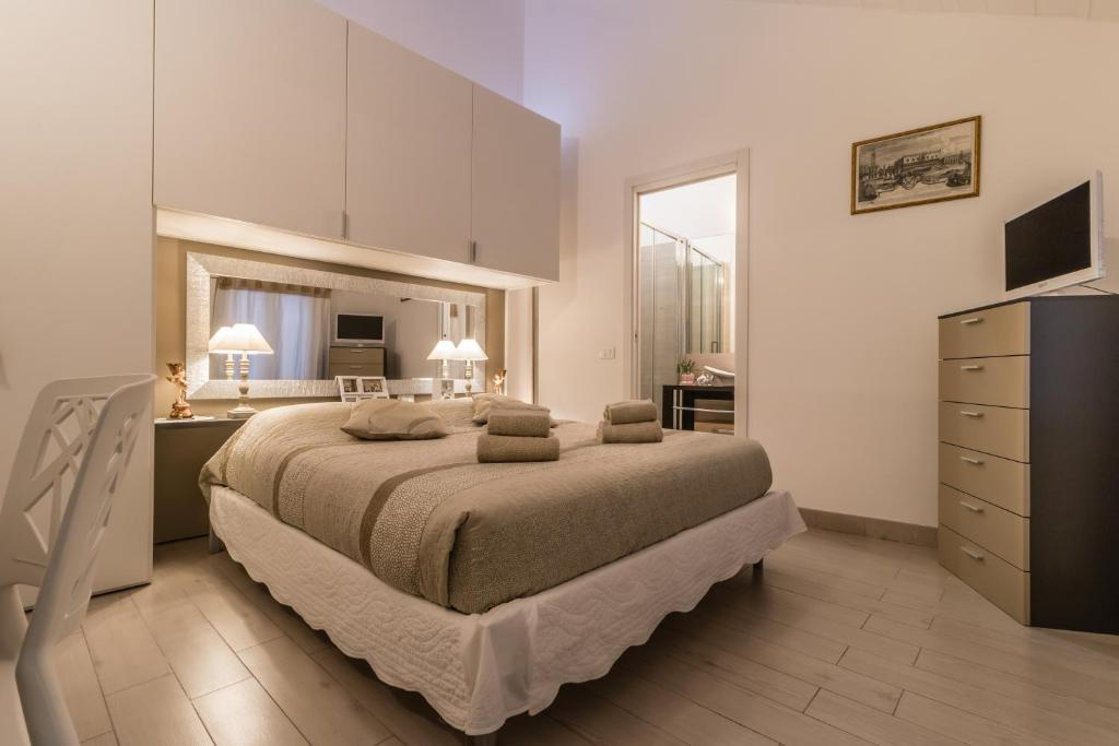 A bed or beds in a room at Cà Lessia