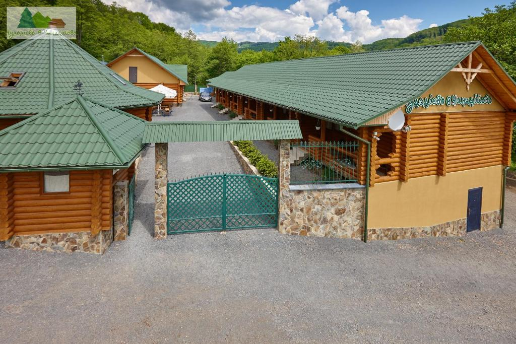 A bird's-eye view of Chudodievo in Chynadievo Mini-Hotel