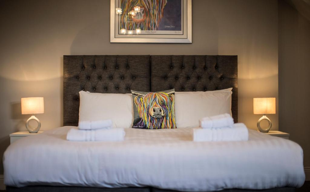 A bed or beds in a room at Hotel 52; Sure Hotel Collection by Best Western
