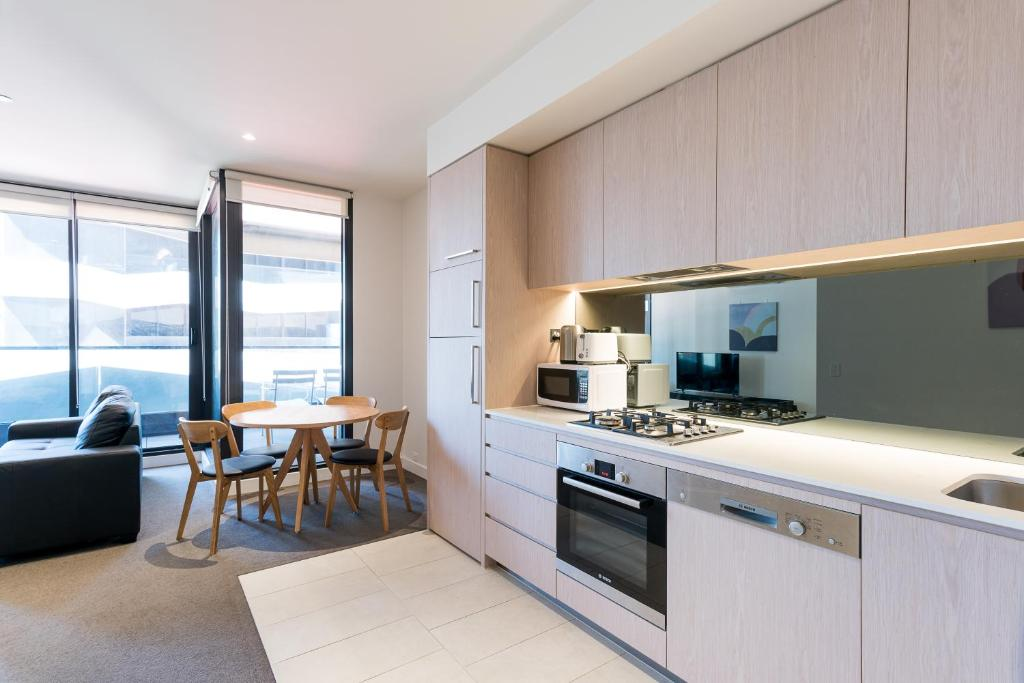 A kitchen or kitchenette at The Jasmine Holiday Home in Melbourne