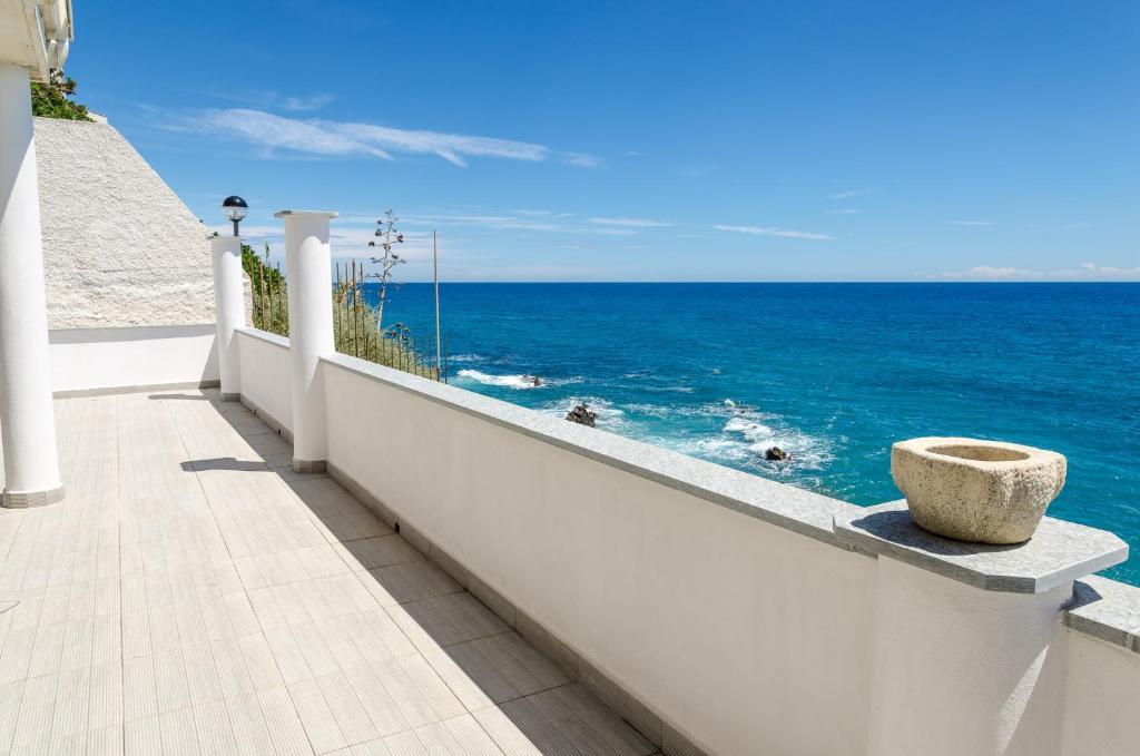 Seaside holiday apartment - unique location
