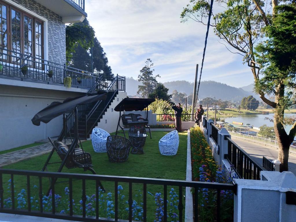 A balcony or terrace at Tong Fu Hotel