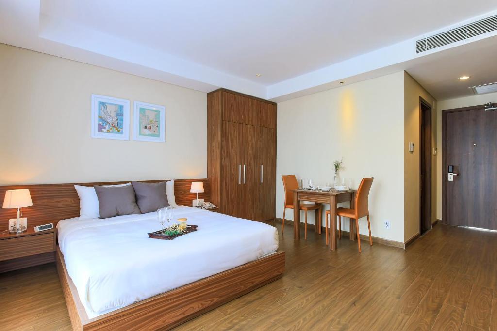 Giường trong phòng chung tại Aurora Serviced Apartments