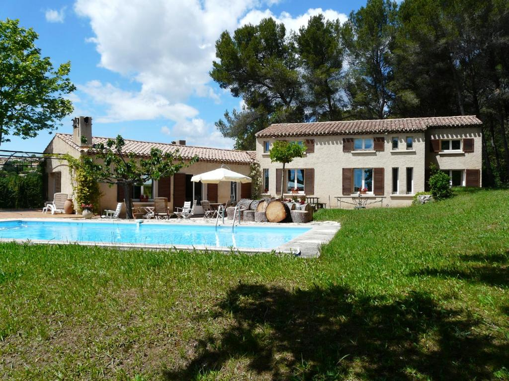 Maison Familiale Avec Piscine Privee Et Terrain De Tennis Prive Situe En Campagne D Eguilles Proche D Aix En Provence 8 Personnes Ls7 181 Visto Eguilles Tarifs 2021