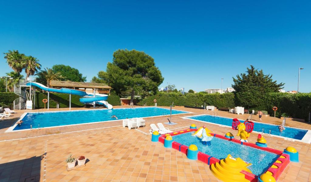 The swimming pool at or close to Camping La Pineda de Salou