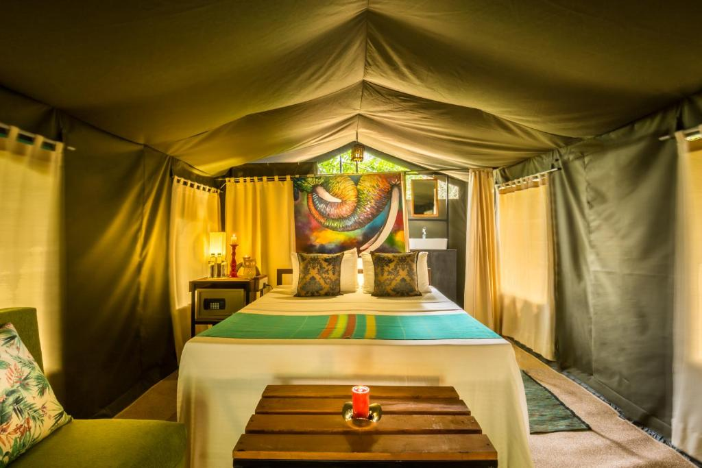 A bed or beds in a room at Mahoora - Yala by Eco Team