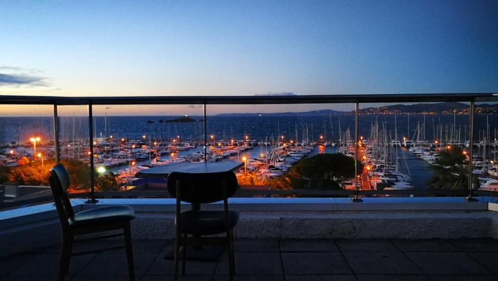 Hotel Brise De Mer 3 Etoiles Saint Raphael France Booking Com