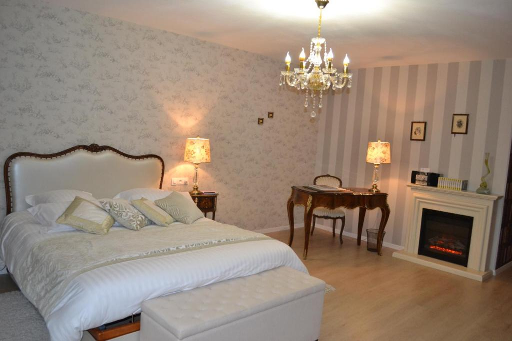 """A bed or beds in a room at Bed and Breakfast """"le Moulin à Grains"""""""