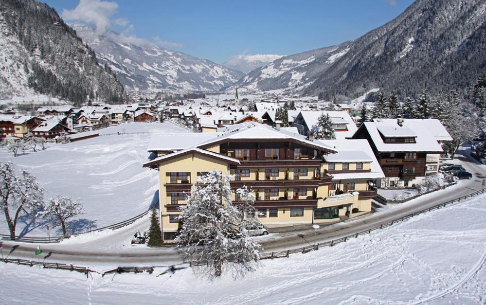 Hotel Waldheim KG Mayrhofen, Austria