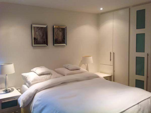 Racecourse Penthouse - 2 Bedroom - Laterooms