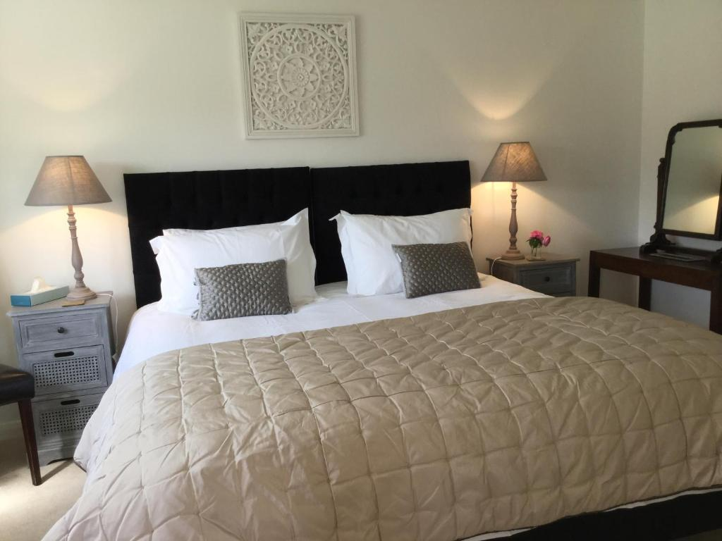 A bed or beds in a room at The Barn - Private & Stylish