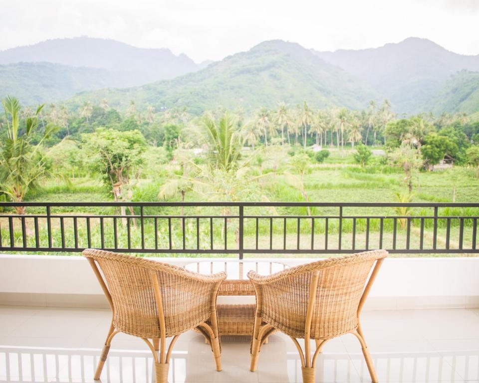 A balcony or terrace at d'Sawah Amed Homestay & Warung