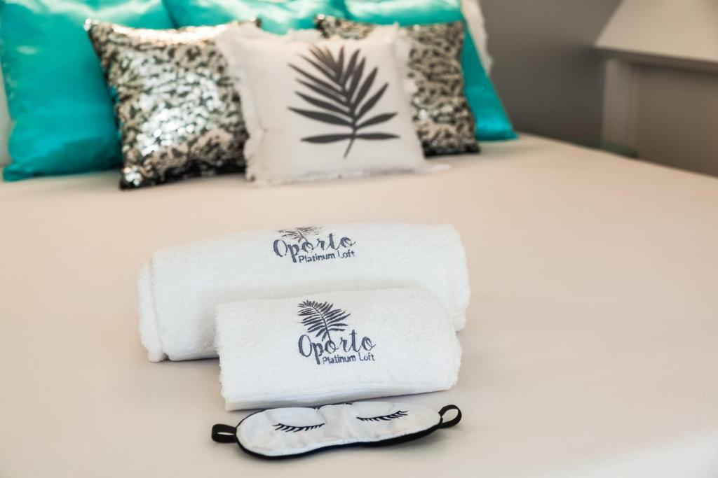 A bed or beds in a room at Oporto Platinum Loft