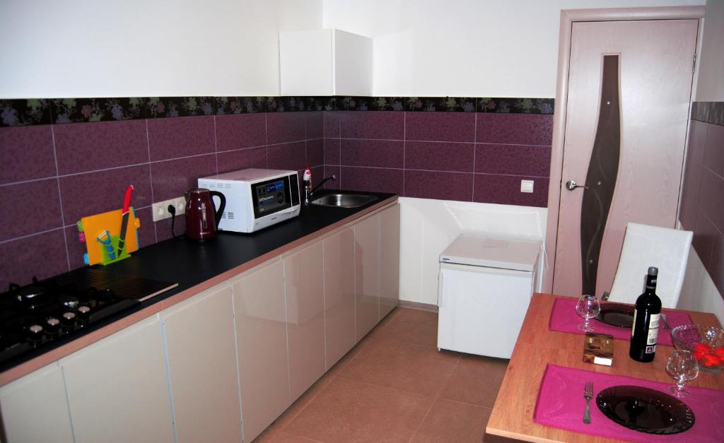A kitchen or kitchenette at Business Apartment Vologda Center