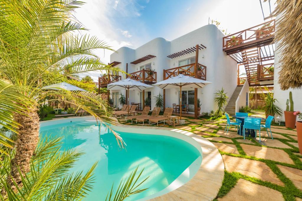 A piscina localizada em La Plage Hotel Boutique ou nos arredores