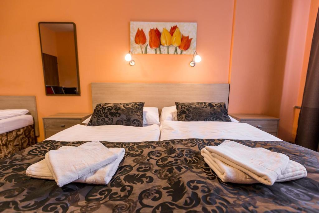 Łóżko lub łóżka w pokoju w obiekcie Rezidence Davids Apartments