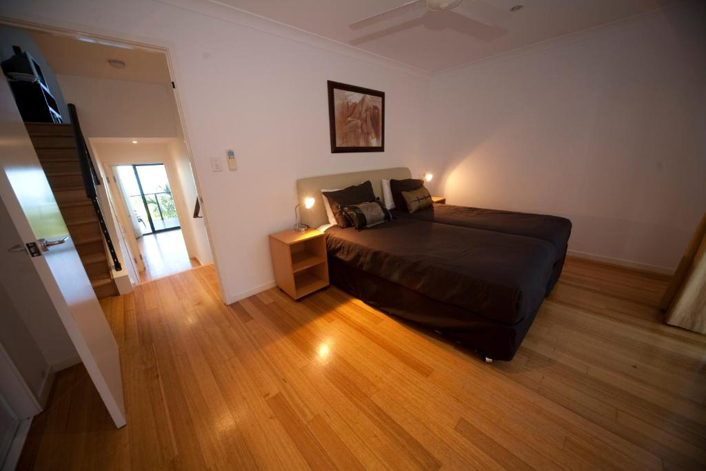 A bed or beds in a room at Shorelines 2