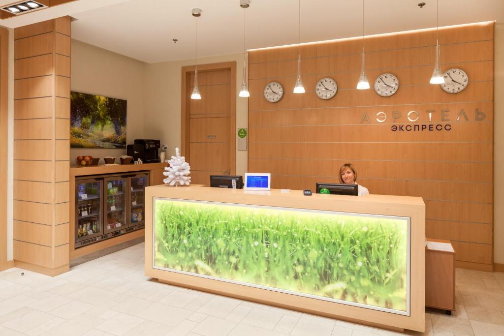 The lobby or reception area at Airhotel Express
