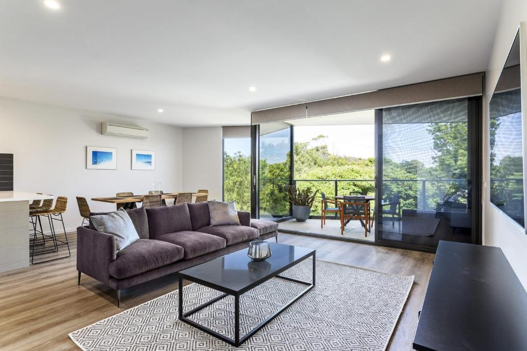 A seating area at Blairgowrie Apartment 2 - on the beach