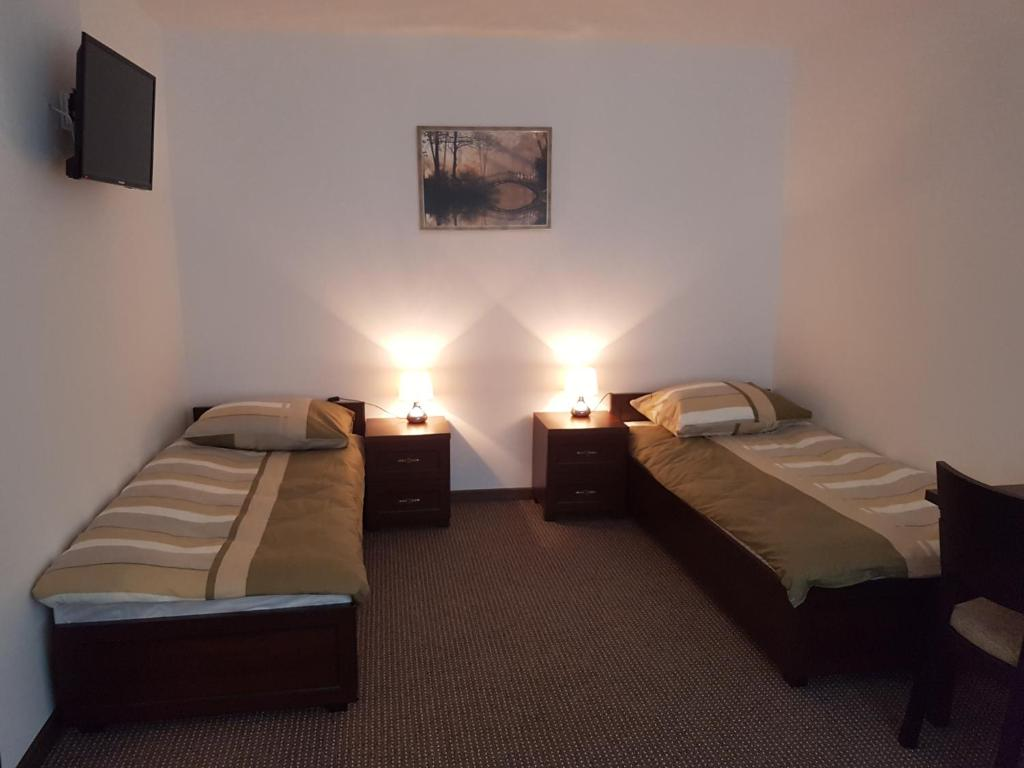 A bed or beds in a room at Apartament Parkowy