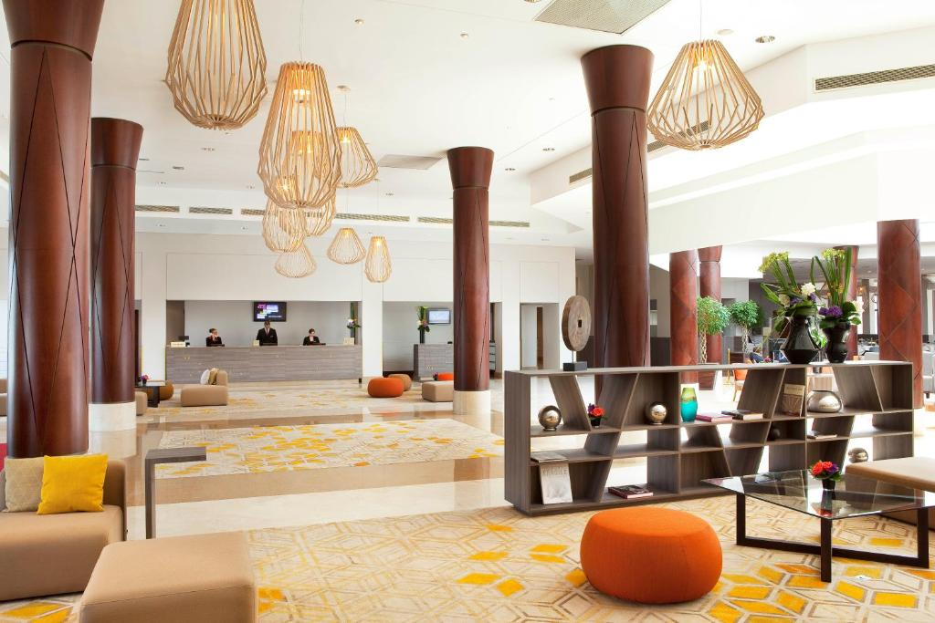 The lobby or reception area at Paris Marriott Charles de Gaulle Airport Hotel