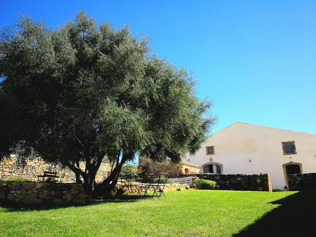 A garden outside Casette Marianeddi