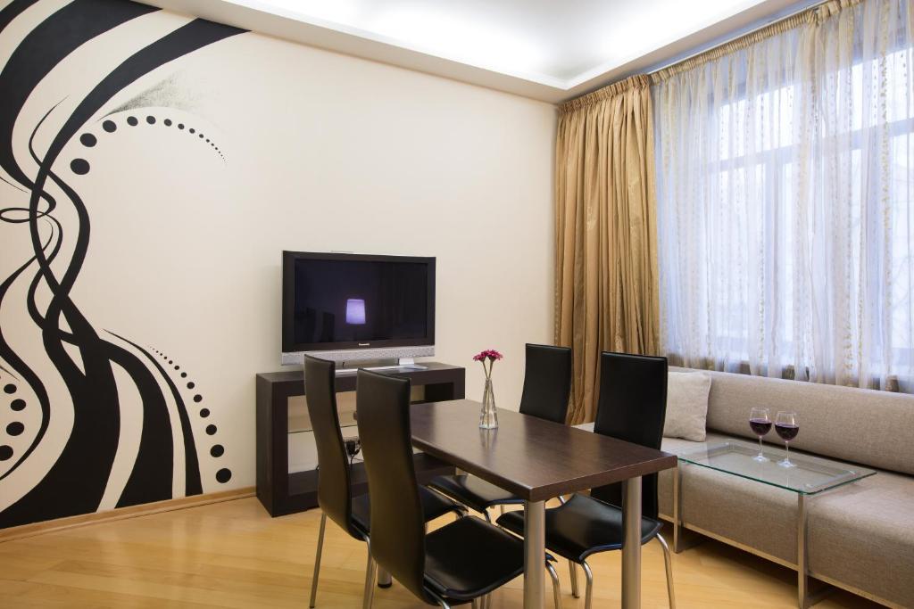 Телевизор и/или развлекательный центр в MosApts 12 near Moscow City -3 rooms