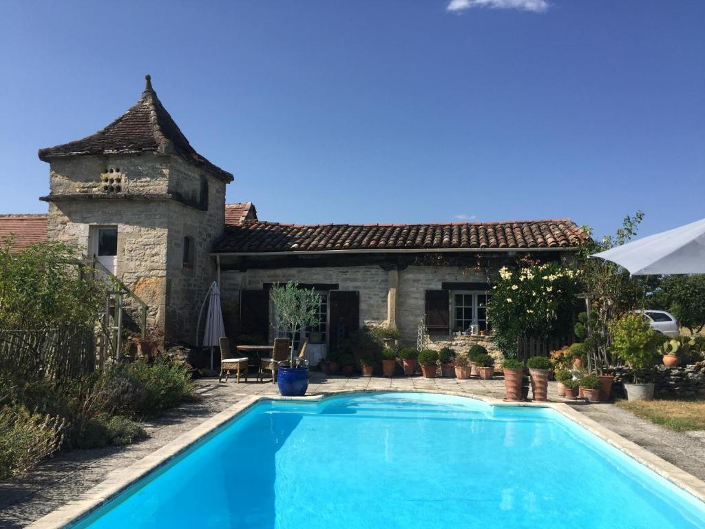 The swimming pool at or close to Pérard Chambres D'Hotes
