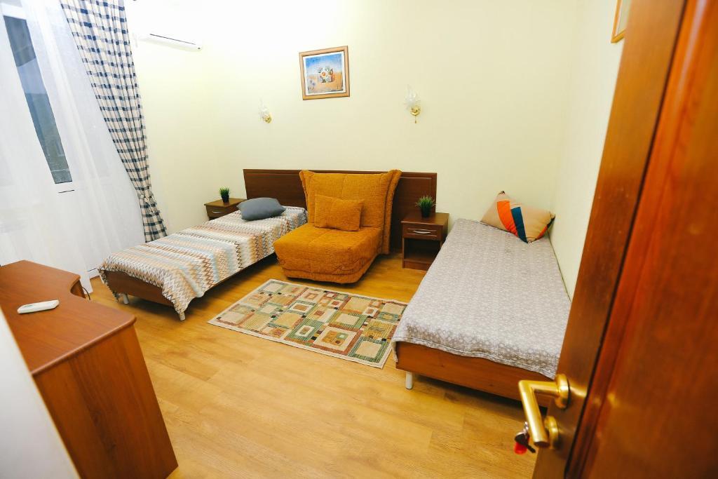 """Кровать или кровати в номере Семейный гостевой дом """"Самотлорские ночи"""""""