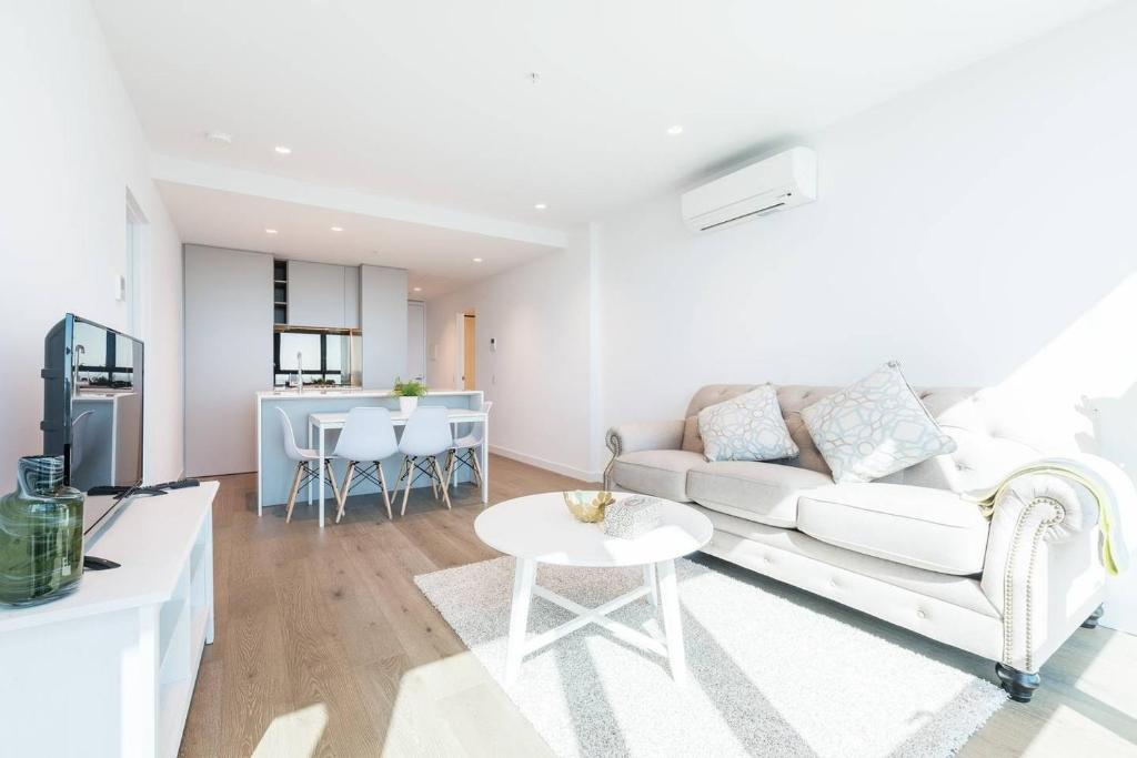A seating area at Central Melbourne 2 Bedroom Luxury@Victoria One