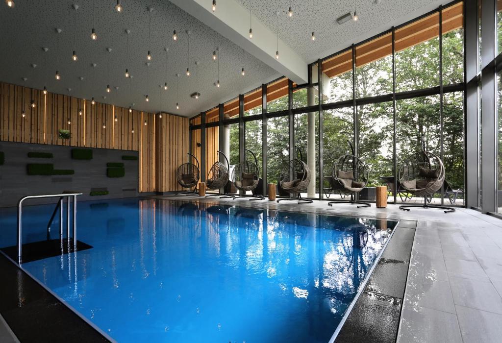 Der Swimmingpool an oder in der Nähe von Berghotel Oberhof